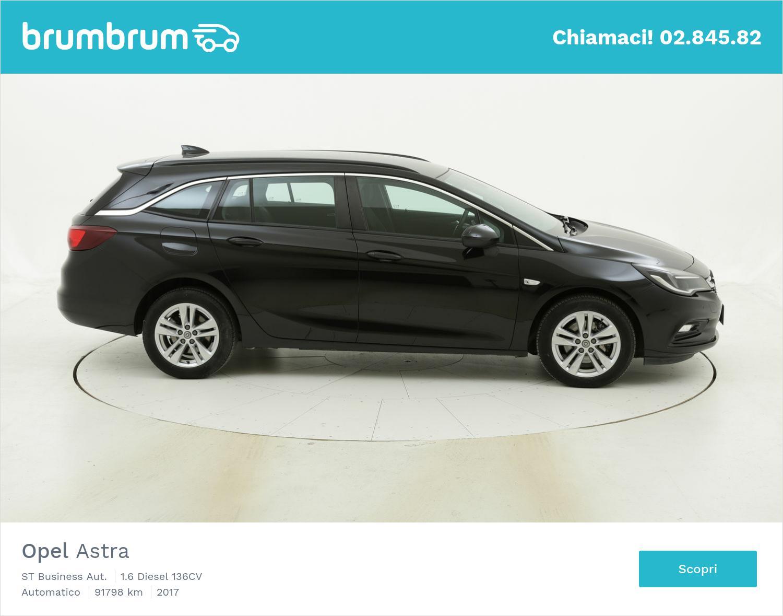 Opel Astra ST Business Aut. usata del 2017 con 92.229 km | brumbrum